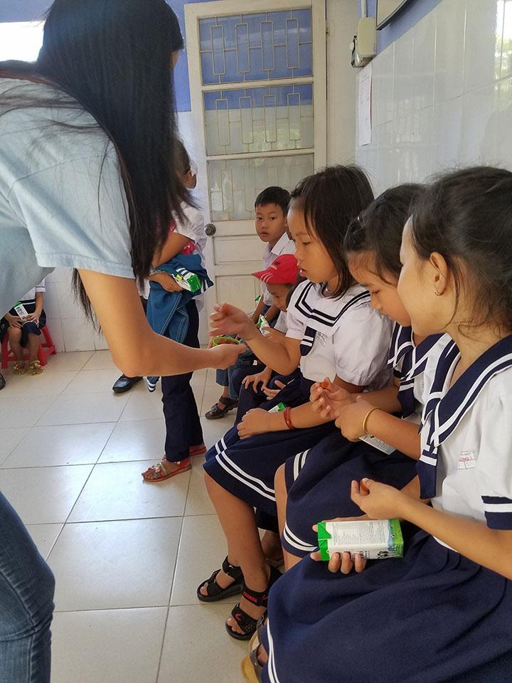 Cuong Luu taking blood pressure at a VMO mobile clinic